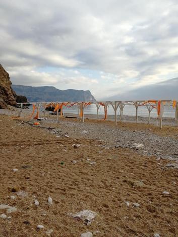 Крымчане возмущены ужасной работой операторов на пляжах в Балаклаве и Омеге (фото)