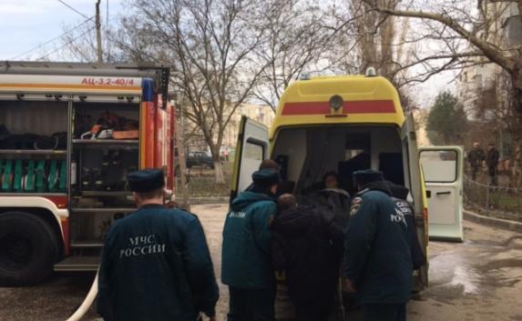 На Эскадронной улице в Евпатории из огня спасли двух человек