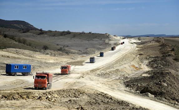 Рабочие укрыли асфальтом 88 километров «Тавриды»
