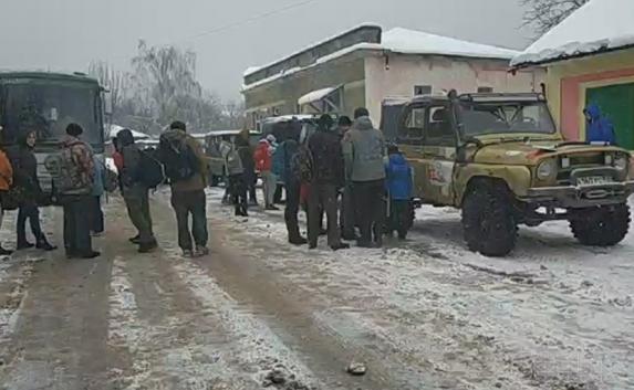 Туристы пытаются попасть на Ай-Петри несмотря на запрет властей (фото)