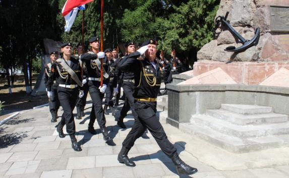 Севастопольцы почтили память погибших на «Курске» подводников (фото)