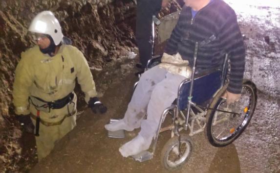 В Саках инвалид упал в траншею для коммуникаций (фото)