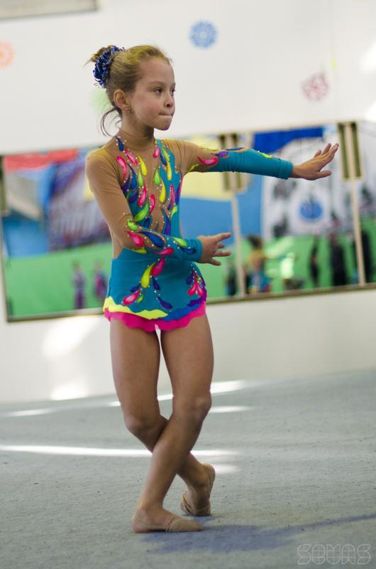 Юная гимнастка фото, фотографии юные гимнастки на пляже
